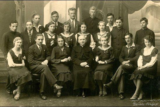 Absolwenci sieradzkiego Jagiellończyka. Rok 1933 (ks Feliks Binkowski)