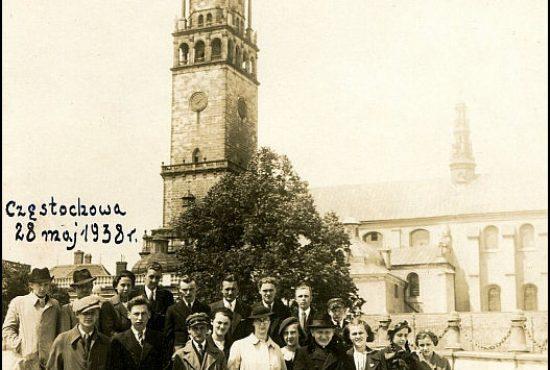fotografia z pielgrzymki dziękczynnej maturzystów z SierBinkowski. 1938 r