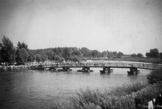 Most pontonowy na Warcie 1966 Z. Kamiński